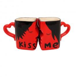 Целуващи се чаши с надпис - подарък за Деня на влюбените