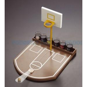 Алкохолна игра баскетбол с шот чашки