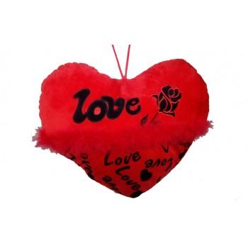Възглавничка с надпис LOVE и пухчета