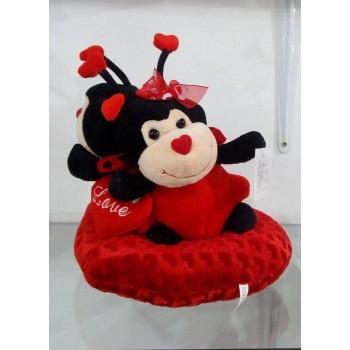 Двойка плюшени калинки върху сърце - подарък за Деня на влюбените