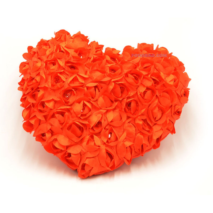 Малка възглавничка с рози - подарък за 14-ти февруари