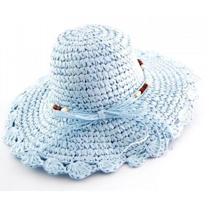 Красива дамска плетена шапка с декоративни мъниста