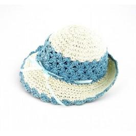 Красива плетена шапка със сатенена панделка