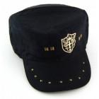 Мека зимна шапка с козирка, декорирана с капси и апликация