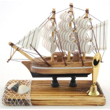 Сувенирен кораб-макет със стойка за химикал