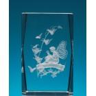 Безцветен стъклен куб с триизмерно гравирана фея върху клон
