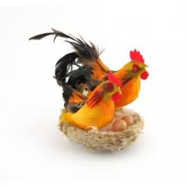 Декоративни фигурки в музикална кошничка - петле, кокошка и две яйца