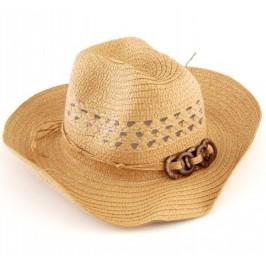 Красива сламена шапка с декоративна емблема