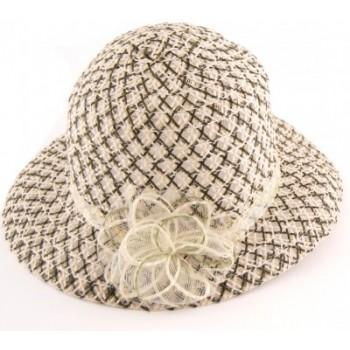 Красива дамска плетена лятна шапка с декоративно цвете