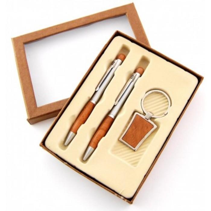 Красив подаръчен комплект от две химикалки и ключодържател в стилна кутия