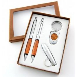 Луксозен подаръчен комплект ключодържател, два химикала и фенерче