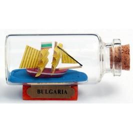 Сувенирен кораб-макет в стъклена бутилка на дървена поставка
