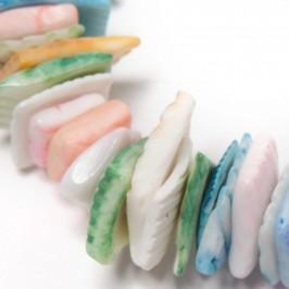 Красива гривна от цветни миди на ластична основа - многоцветна