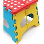 Многоцветно сгъваемо столче, изработено от PVC материал