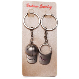 Сувенирен метален ключодържател шапчица за момиченце и момченце