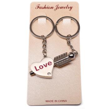 Метален ключодържател от две части за влюбени двойки - сърце пронизано от стрела