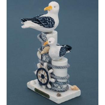 Сувенирна дървена фигурка - пристан с чайки - 13см