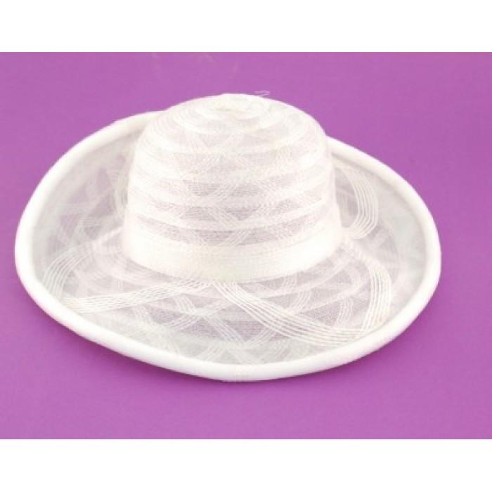 Красива плетена дамска шапка