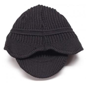 Красива дамска плетена зимна шапка с мини козирка
