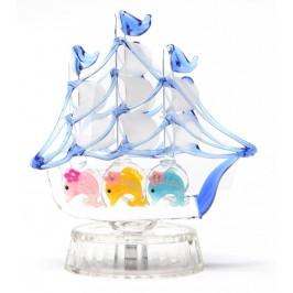 Красива стъклена фигурка - стъклен кораб с три делфина в основата