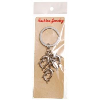 Сувенирен метален ключодържател - три двойни делфина, декорирани с бели камъни
