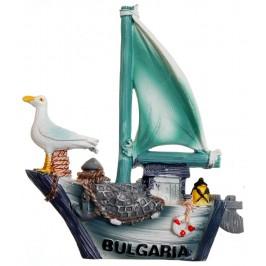 Декоративна фигурка с магнит - платноходка с чайка и надпис България