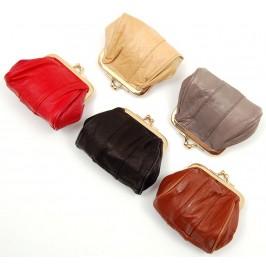 Стилно дамско портмоне от изкуствена кожа с елегантна закопчалка