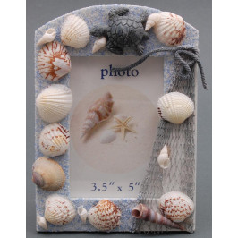 Декоративна дървена рамка за снимки декорирана с миди, рапани и декоративна фигурка
