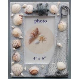 Декоративна дървена рамка за снимка, декорирана с миди, рапани и декоративна фигурка