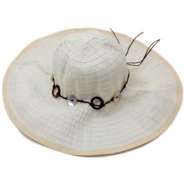 Красива дамска плетена шапка с периферия - бяла