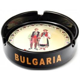 Сувенирен керамичен пепелник с лазарна графика - мъж и жена в традиционни български носии