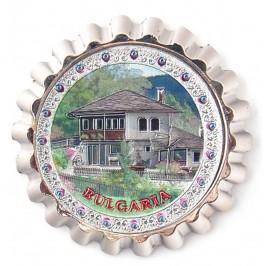 Сувенирна отварачка с магнит във формата на капачка - къща в планината, България