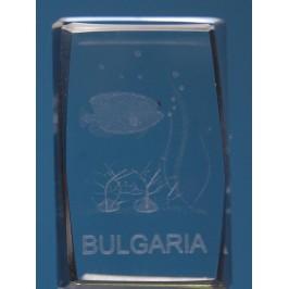 Безцветен стъклен куб с триизмерно гравирани - риба и надпис България