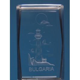 Безцветен стъклен куб с триизмерно гравирани - морски фар и надпис България