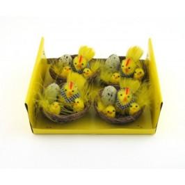 Декоративна кокошка с две пиленца и яйце в кошничка