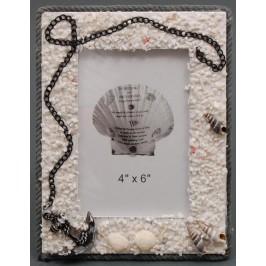 Декоративна дървена рамка за снимки, красиво декорирана с морски камъчета и котва