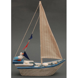 Сувенирна дървена фигурка - рибарска лодка декорирана с мида и чайка