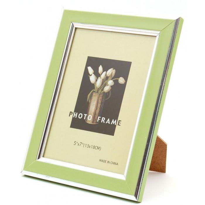 Красива фоторамка за снимки, декорирана с два сребристи канта
