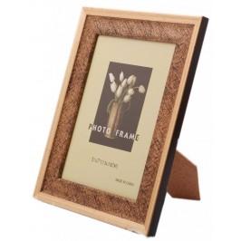 Красива фоторамка за снимки, украсена с орнаменти и външен златист кант