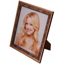 Красива фоторамка за снимки, украсена с външен златист кант