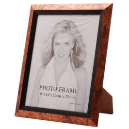Красива фоторамка за снимки, украсена с вътрешен черен кант