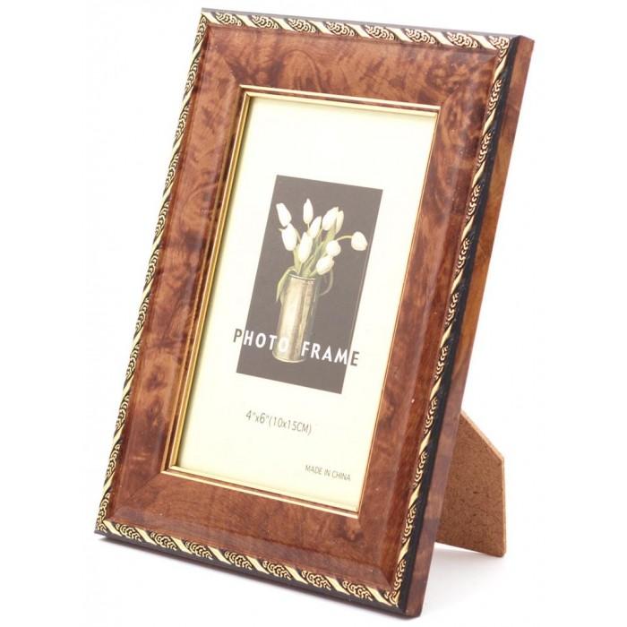 Красива фоторамка за снимки, украсена с орнаменти и вътрешен златист кант
