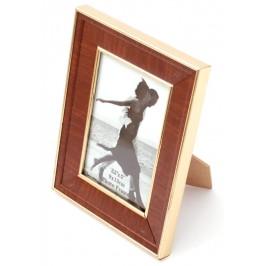 Красива фоторамка за снимки, украсена с вътрешен и външен кант