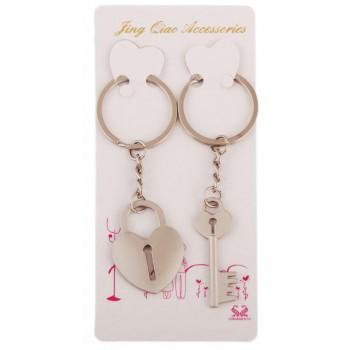 Два метални ключодържателя - ключ и катинар във формата на сърце