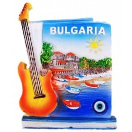 Магнитна фигурка, декорирана с китара и синьо око за късмет - пристан с лодки