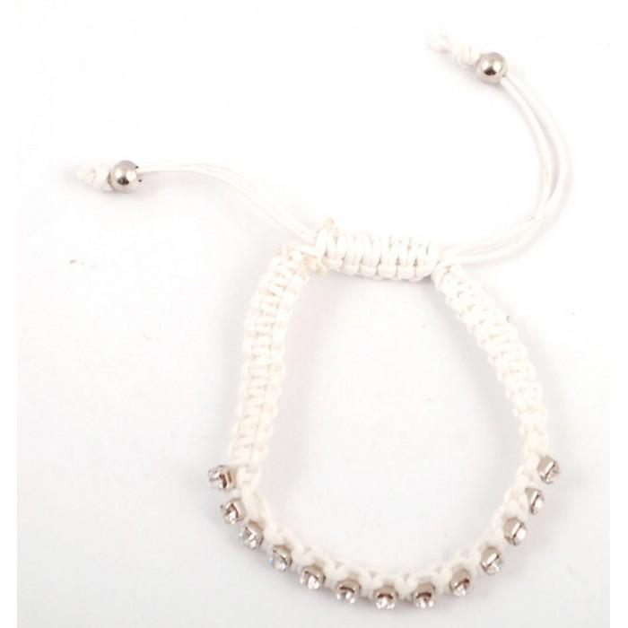 Плетена бяла гривна, декорирана с 14 диаманта