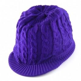 Красива дамска плетена зимна шапка с козирка