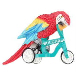 Декоративна релефна фигурка във формата на папагал, каращ триколка - България