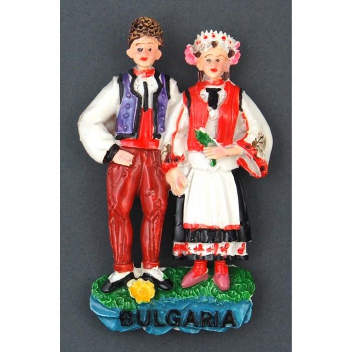 Декоративна релефна фигурка във формата на мъж и жена в народни носии - България