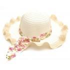 Плетена дамска шапка с цветна лента